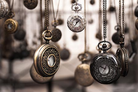 Pocket watches as a symbol for the Spanish source text hypnotising Spanish-English translators on my translation course