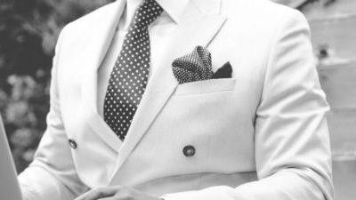 Spanish-English Fashion: Pockets, Cuffs, and Collars